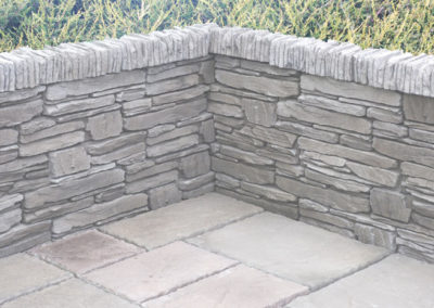 courtyard-flags-various-sizes-in-charcoal-&-universal-walling-with-coping-charcoal